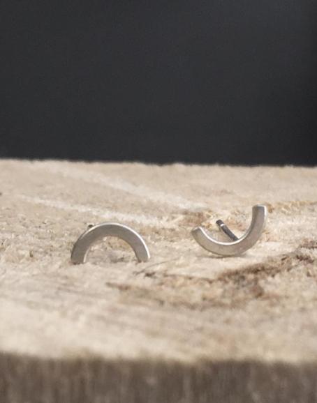 Wild & Arrow - Arch Earring, Silver